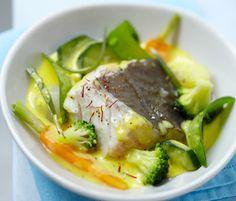 Avec la complicité d'un poissonnier c'est encore la meilleure façon de bien cuisiner le poisson. En recette, le pavé de cabillaud se décline en version pot-au-feu de poisson et sauce safran.