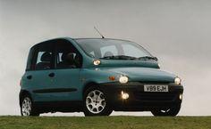 Автолюбители были очень удивлены, впервые увидев Fiat Multipla. Название позаимствовано у столь же смелой модели Фиат из прошлого. Компактвэн был очень широк – 1,87 м, что больше VW Sharan на 6 см.