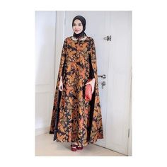 < thankyou so much for this beautiful batik cape dress > Modern Hijab Fashion, Batik Fashion, Islamic Fashion, Abaya Fashion, Fashion Dresses, Dress Outfits, Abaya Mode, Mode Hijab, Abaya Designs