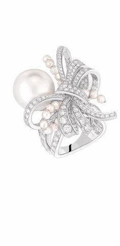 CHANEL diamond & peal ring
