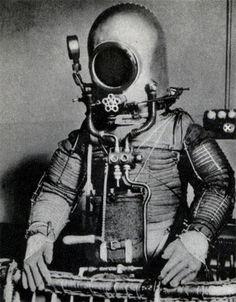 diver,helmet,machinery,sci,fi,suit,vintage-3a5ff71ffbddf60922fd825b3799fc94_h.jpg