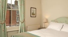 White's of Ashbourne Ashbourne Set on the A515 in the picturesque market town of Ashbourne, at the gateway to the Peak District, this former coaching inn has been carefully refurbished to provide contemporary accommodation above its highly acclaimed restaurant.