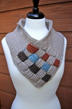 Free crochet pattern: Be Weaving Crochet Cowl with videos by Nana's Crafty Home
