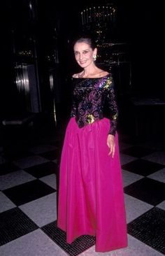 Audrey Hepburn at the Annual Night of Stars Fashion Festival Photo: Ron Galella/WireImage Audrey Hepburn's Style: 20 Rare Pictures You've Never Seen Audrey Hepburn Mode, Audrey Hepburn Photos, Star Fashion, Fashion News, Fashion Beauty, 90s Fashion, Fashion Outfits, Rare Photos, Rare Pictures