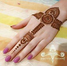 Beautiful Easy Finger Mehndi Designs Styles contains the elegant casual and formal henna patterns to try for daily routines, eid, events, weddings Henna Hand Designs, Mehndi Designs Finger, Mehndi Designs 2018, Mehndi Designs For Beginners, Mehndi Designs For Girls, Mehndi Designs For Fingers, Simple Mehndi Designs, Mehandi Designs, Tattoo Designs