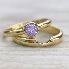 Purple Sapphire Ring Set in 18ct Gold
