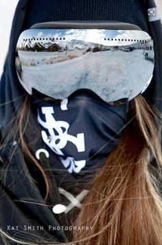 We Who Snowboard - Apres ski style - Style Snowboard, Ski Et Snowboard, Snowboarding Style, Snowboard Goggles, Ski Goggles, Snowboard Girl, Apres Ski Outfit, Apres Ski Party, Mode Au Ski