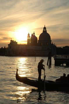 One of the best destinations to spend your #Honey #Moon is #Venice, for sure. Find the best prices and #offers to fly the most romantic Italian city. #HoneyMoon