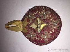 A25- precioso relicario de santa teresa en tela dura, hilo e hilo metálico - Foto 1