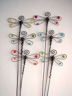 23 Clever DIY Christmas Decoration Ideas By Crafty Panda Wire Hanger Crafts, Wire Hangers, Wire Crafts, Metal Crafts, Diy And Crafts, Wire Art Sculpture, Wire Sculptures, Abstract Sculpture, Bronze Sculpture