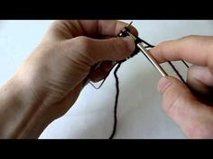 Magic Loop, magic knot, crochet tips Magic Loop Knitting, Knitting Videos, Knitting Stitches, Knitting Socks, Knitting Projects, Knitting Patterns, Knitting Tutorials, Crochet Projects, Joining Yarn