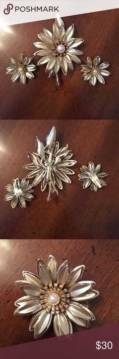 VINTAGE brooch and clip earrings matching set ❤️ Beautiful PERFECT condition!!!!  Such a striking old set❤️❤️❤️ Vintage Jewelry
