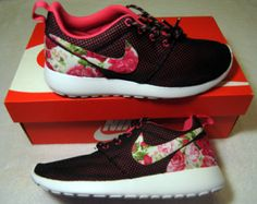 Nike Roshe Run Shoes - Women's
