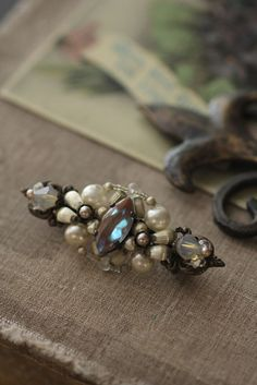 Saphiret,  brooch, antique glass (the Czech Republic) & souffle pearl beads