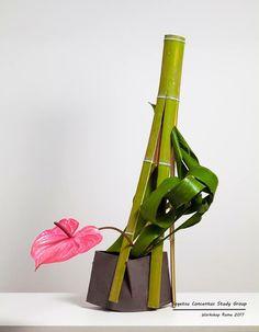 Ikebana Arrangements, Ikebana Flower Arrangement, Flower Arrangements Simple, Simple Flowers, Beautiful Flowers, Underwater Flowers, Ikebana Sogetsu, Arte Floral, My Flower