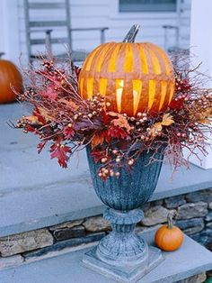More pedestal planters with pumpkins and leaves...