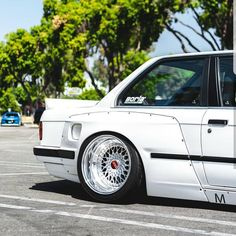 "BMW e30 #lifeonair #airlift"""