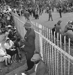 Apartheid fence, Johannesburg, 1953 Africa People, Apartheid, South African Artists, Lest We Forget, Communism, White People, African History, Planet Earth, Change The World