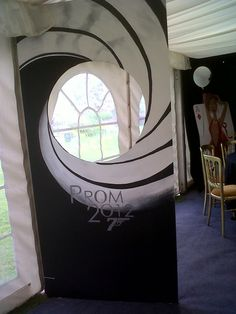 Prom james bond comit des 12e on pinterest james bond for 007 decoration ideas