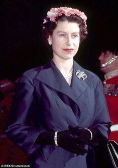 Royal Uk, Royal Queen, Save The Queen, Hm The Queen, Queen Hat, Queen Elizabeth Ii, Princess Elizabeth, Princess Diana, Queen Elizabeth