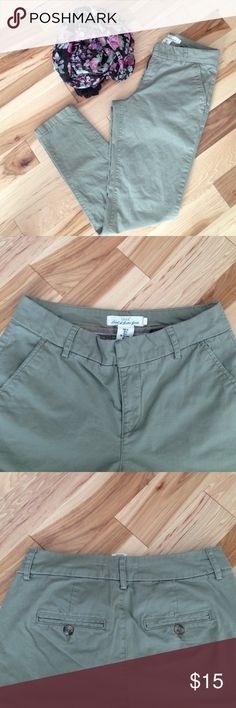 Lovely H&M skinny pants Lovely H&M LOGG skinny pants, excellent condition! No trades H&M Pants Skinny