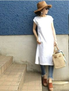 White button-down linen shirt dress, boyfriend jeans, camel Nisolo clogs Over 50 Womens Fashion, Fashion Over 50, Daily Fashion, Mode Outfits, Chic Outfits, Look Legging, Dress Over Jeans, Linen Shirt Dress, Tokyo Street Style