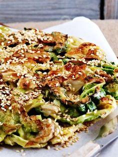 Schmeckt super mit Sojasoße: Kohlpfannkuchen mit Sesam