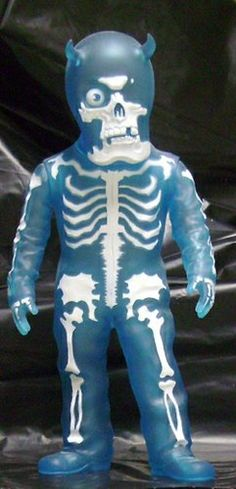 Diskunion Skullman figure by Balzac, produced by Secret Base. Front view.