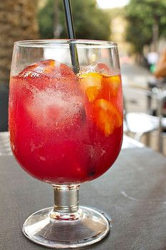 11 fresh, fruity white wine sangria recipes for summer fun. Bring on the summer! Low Calorie Cocktails, Cocktails To Try, Tea Cocktails, Summer Cocktails, Party Drinks, Fun Drinks, Cocktail Recipes, Beverages, Cocktail Food