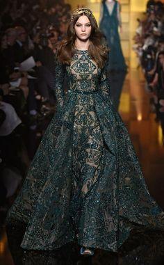 Elie Saab a partir de Melhor olhares de Paris Haute Couture Fashion Week Outono 2015 | E! Conectados by Divonsir Borges