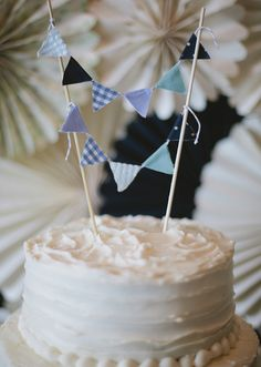 blue bunting cake topper | Photo by Lime Green Photography | 100 Layer Cake