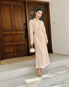 Actress, singer and artist Heart Evangelista getting ready to attend an art show launch at the Manila House Private Club. Celebrity Fashion Outfits, Celebrity Look, Manila, Heart Evangelista Style, Modern Filipiniana Gown, Filipino Fashion, Plus Size Clothing Stores, Evening Dresses Plus Size, Work Fashion