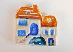Handmade porcelain pendant Small house . por Majoyoal en Etsy