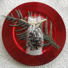 WINTER WEDDING FAVOR IDEAS TO DAZZLE YOUR GUESTS NATURE OFTEN GIVES US LITTLE GIFTS THAT ENHANCE THE MAGIC OF THE SEASONS AS THEY CHANGE. ONE OF THE FALL'S MOST RECOGNIZABLE NATURAL SYMBOLS IS THE PINE CONE. AND, THESE INTRICATE AND STURDY WONDERS LAST THROUGHOUT THE WINTER TO BE FEATURED IN SEASONAL DECORATIONS AND MUCH MORE. - FAVOR COUTURE SALLY WILSON SHOPS HTTP://WWW.FAVORCOUTURE.THEASPENSHOPS.COM