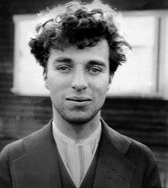 Charlie Chaplin, com 27 anos, em 1916.