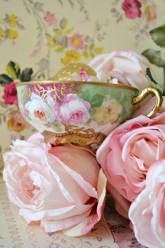 teatime.quenalbertini: Beautiful teacup and roses