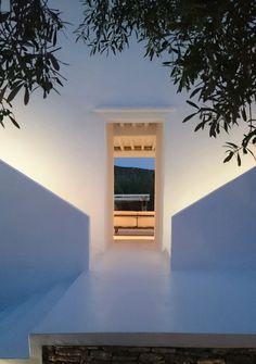 Romantic Mysterious Entrance... <3