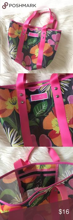 Vera Bradley beach bag! Vera Bradley beach bag! Cute little bag for any occasion!! Used once! Vera Bradley Bags