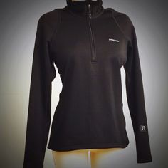 Black Patagonia Women's R1 Fleece Pullover Black Patagonia Women's R1 Fleece Pullover has a flattering slim fit and is extremely versatile, sized to  accommodate light under layers, be worn as a standalone piece or as a light midlayer. It's interior fabric, Polartec Power Dry, stretches, breathes, provides fast moisture wicking and insulates. Preloved but in excellent condition, this pullover is comfy, cute, layers well and was a gift. I love this fleece but have too many pullovers- it is a…