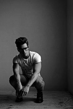 17 Ideas for fashion model poses studios white shirts Male Models Poses, Fashion Model Poses, Male Poses, Portrait Photography Men, Photography Poses For Men, Men Photoshoot, Senior Guys, Attractive Men, Graphic