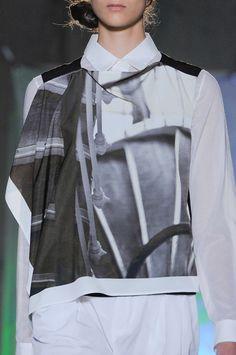 Maison Martin Margiela at New York Fashion Week Spring 2014 Spring 2014, New York Fashion, Runway, Black And White, Logo, Womens Fashion, T Shirt, Style, Cat Walk