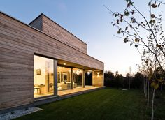 Cedar House by Pracownia Projektowa Mariusz Wrzeszcz, a residential architecture project in Poland Design Studio, Deco Design, Houses In Poland, Cedar Walls, Cedar Wood, Architecture Résidentielle, Cedar Homes, Timber Structure, Wooden Buildings