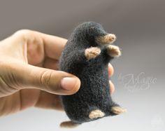 Needle felted mole, felt toy, needlefelting, mole toy, animal gift, wool art, mole sculpture, black mole - pinned by pin4etsy.com