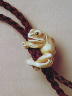 Showing the way the netsuke hangs on its cord.