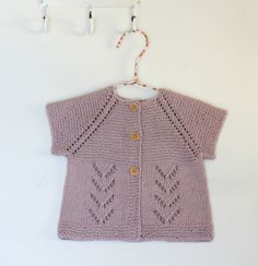 Strik til baby Archives - Side 2 af 5 - susanne-gustafsson. Crochet Poncho Patterns, Baby Knitting Patterns, Baby Patterns, Knit Crochet, Baby Vest, Baby Cardigan, Baby Barn, Baby Kind, Knitting For Kids