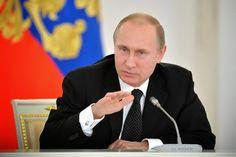 ΤΟ ΚΟΥΤΣΑΒΑΚΙ: Οργή Πούτιν για «απροκάλυπτα ιστορικά ψεύδη» Εκατερίνα Σινέλστσικοβα, RBTH Δριμύτατη επίθεση του Ρώσου Προέδρου σε όσους διαστρεβλώνουν τα γεγονότα του Μεγάλου Πατριωτικού πολέμου, για την εξυπηρέτηση συγκεκριμένων γεωπολιτικών παιχνιδιών. Για αντίδραση στο μποϊκοτάζ των εορτασμών μιλάνε οι ειδικοί, χωρίς να λείπουν οι εκτιμήσεις ότι πρόκειται για επιχείρηση συσπείρωσης στο εσωτερικό.