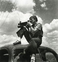 // Dorothea Lange (using the 'Graflex'). Image by Paul S. Taylor, 1934