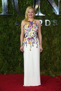 Pin for Later: Seht alle Stars in ihren glamourösen Outfits bei den Tony Awards Elisabeth Moss in Oscar de la Renta