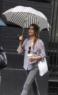 Same shirt, another great pair of jeans. I even love her umbrella. Kerri Russel, style icon!
