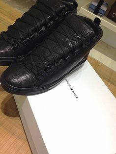 Black ballenciaga... OMG! I want these man..